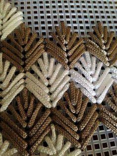 Вышивка пряжей на сетке