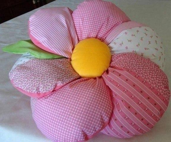 Подушки цветы своим руками 12