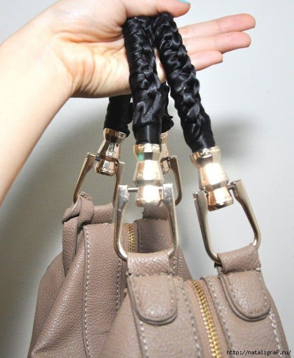 2f85b0534b81 Бежевое с синим отлично смотрится, но у меня сумка чёрная и ручки будут  чёрными. И, кстати, ведь ленту тканевую можно попробовать заменить полоской  кожаной…